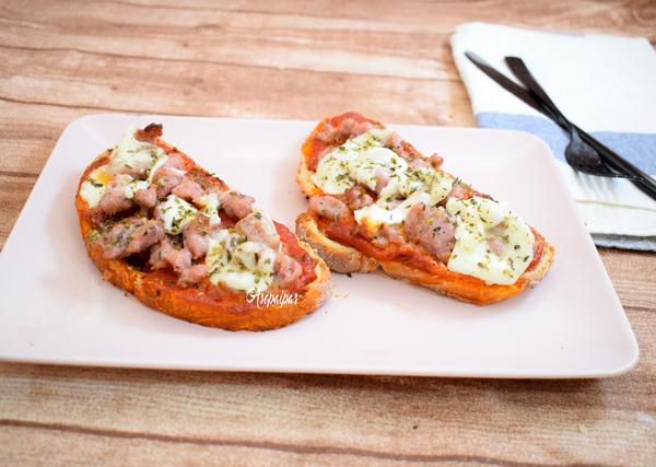 Crostini de Salchichas y Mozzarella. Vídeo Receta