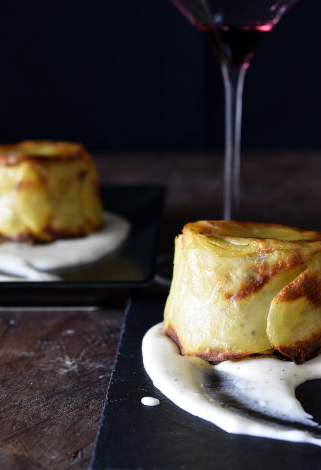 Sformato di patate alla salsiccia con fonduta di pecorino