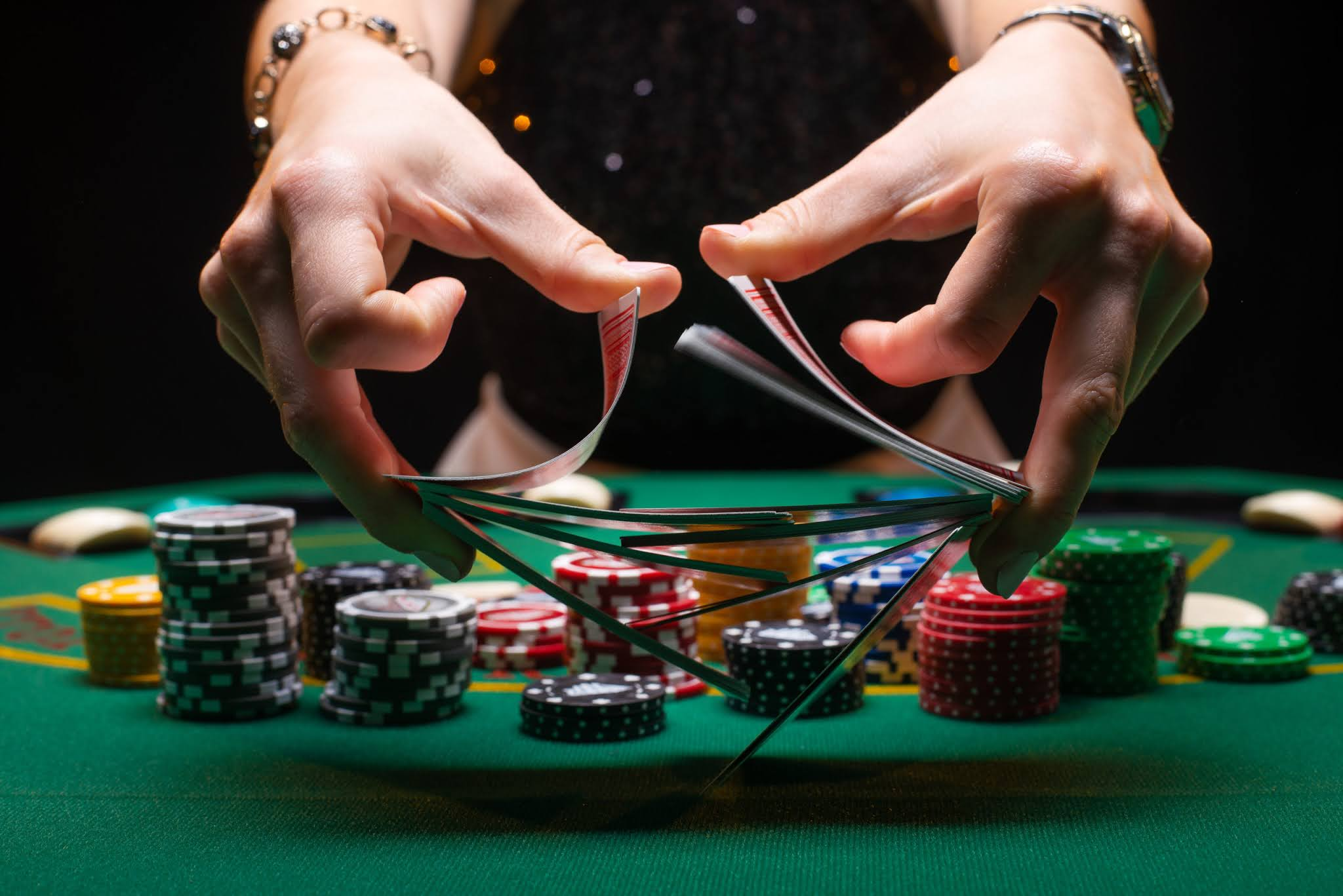 Today the majority of people are familiar with the idea of poker gaming. However, it only remained in the smoky rooms of the bars and casinos.
