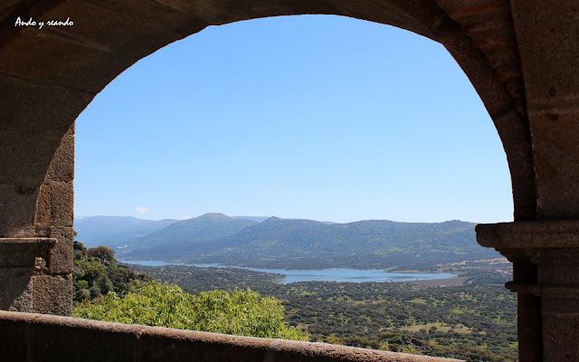 Vistas del valle  del Jerte desde la ermita Virgen del Puerto de Plasencia