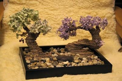 árbol bonsai hecho de cartón