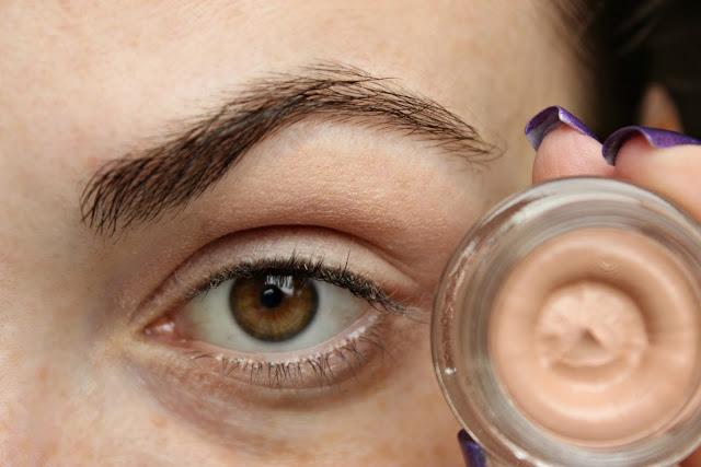 twenties make-up: eye shadow primer avon