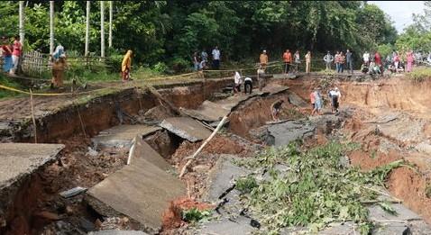 Artikel Bahasa Jawa Contoh Cerita Narasi Tentang Tanah Longsor