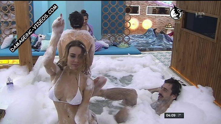 Yasmila Mendeguia areola oops in the jacuzzi Damageinc Videos HD