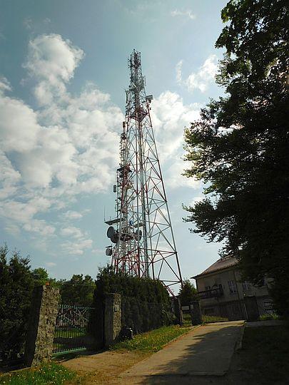 Maszty telekomunikacyjne na Chełmcu.