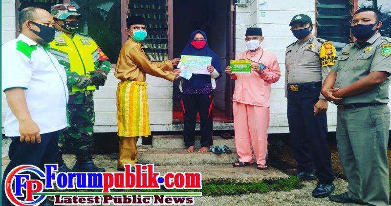 Pemdes Gemala Sari Bagikan BLT Dana Desa Dor to Dor ke Warganya