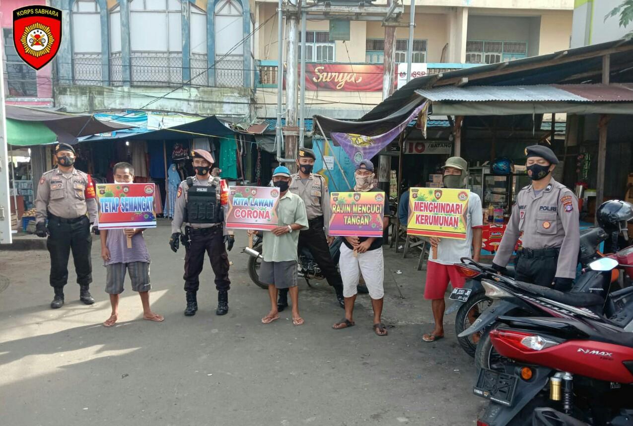 Sambangi Pasar, Satsabhara Polres Barsel Ajak Masyarakat Terapkan Protokol Kesehatan
