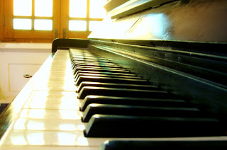 Photo of piano by Sami Shah