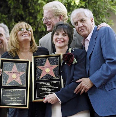 Cindy Williams received award