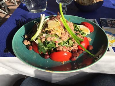 Salade niçoise at Le Safari