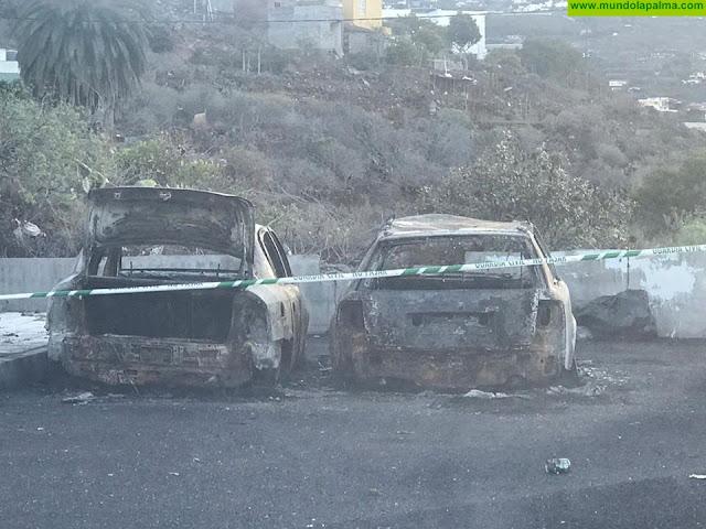 Ardieron anoche dos coches en Los Llanos de Aridane