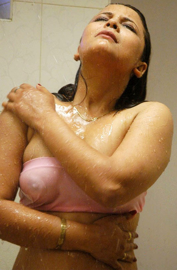 Desi Naked Bhabhi Bathing Image