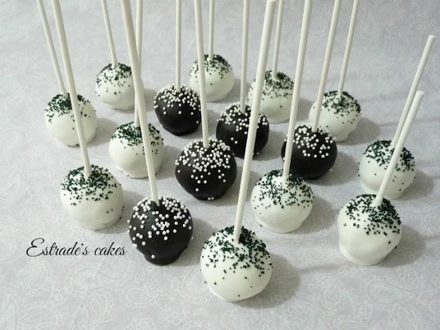 cake pops de red velvet en blanco y negro 4