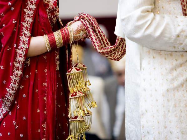 മകന് മരണപ്പെട്ടതോടെ തനിച്ചായ 22 കാരിയായ മരുമകളെ വിവാഹം ചെയ്ത് അമ്മായിഅച്ഛന്; ആശീര്വദിച്ച് ബന്ധുക്കളും നാട്ടുകാരും