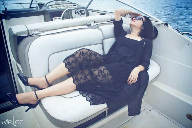Người phụ nữ một ngày năng động trên biển