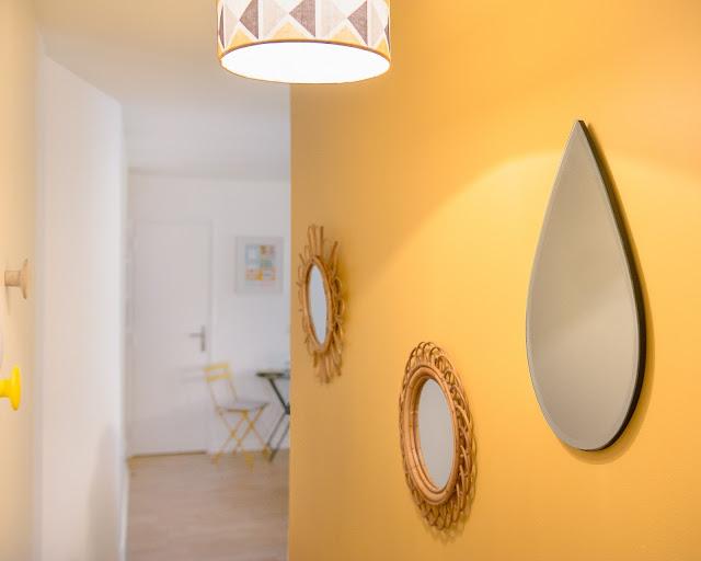 decoração de kitnet com amarelo, azul, estilo escandinavo. Blog Achados de Decoração