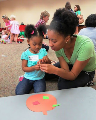 adult and child involved in a craft at the Avondale Library