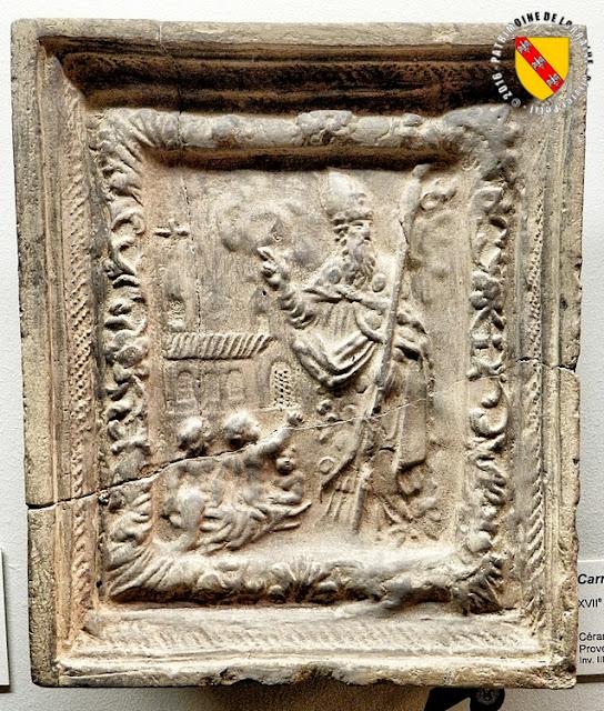 Saint-Nicolas (XVIIe siècle) Carreau de céramique provenant de Nomény - Musée Lorrain de Nancy (54)