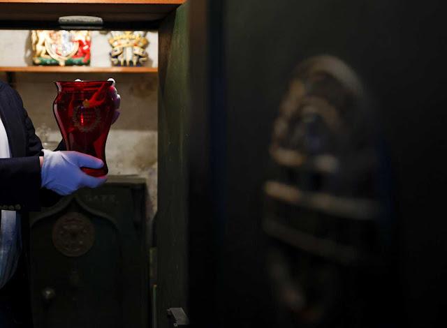 Πάνω από 90.000 ευρώ πουλήθηκε το κλειδί του δωματίου που πέθανε ο Ναπολέοντας