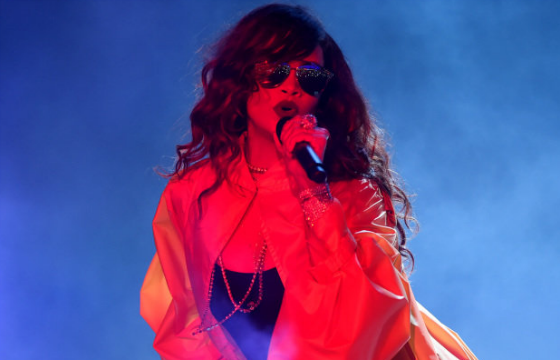 "Rihanna agita o Rock in Rio com seu sucesso ""Bitch Better Have My Money"""