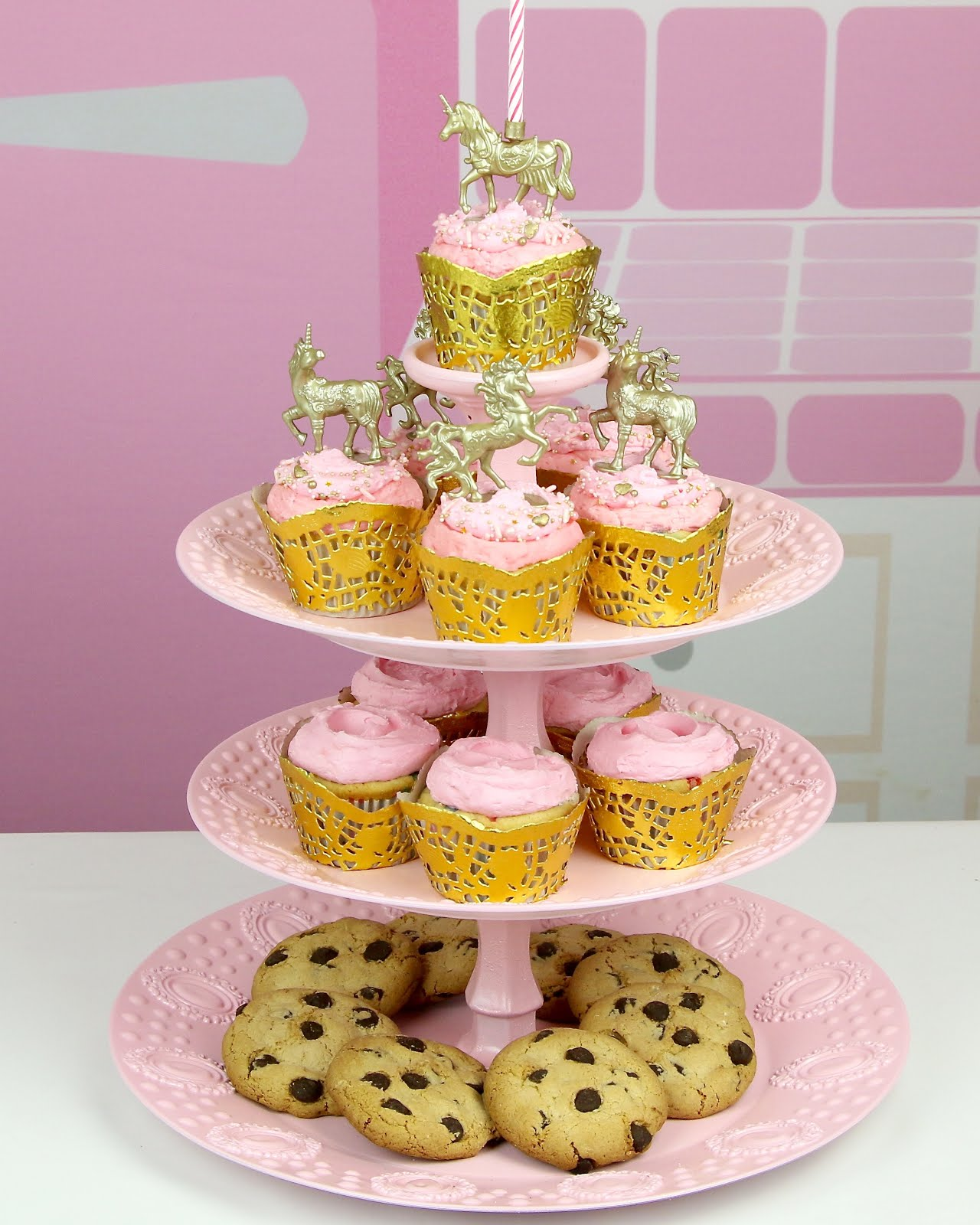 {VIDEO} DIY Dollar Store Cupcake Stand - The Lindsay Ann