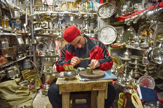 الناس من أسباب السفر إلى تونس