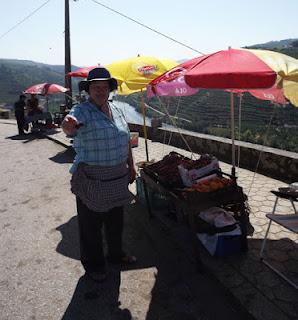 Vendedora de frutas do Vale do Douro