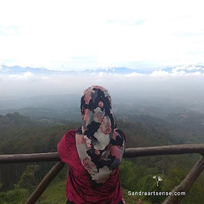 View deck batu Kuda Gunung Manglayang Bandung Timur