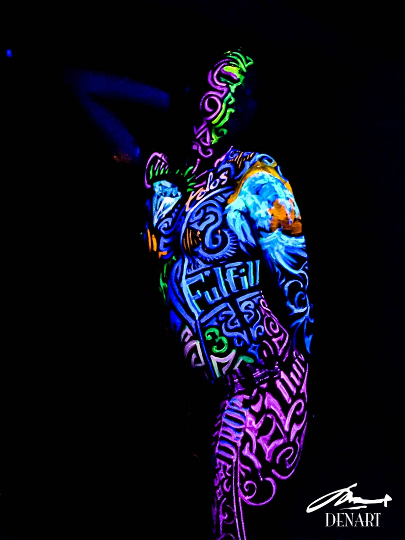 05-Fulfil-Danny-Setiawan-Denart-Studio-Body-Painting-with-a-UV-Paint-and-a-Black-Light-www-designstack-co