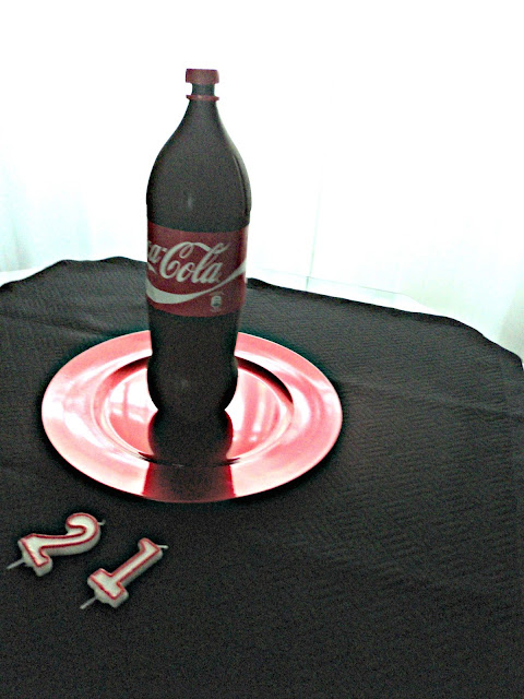 tarta-botella-coca-cola-mesa