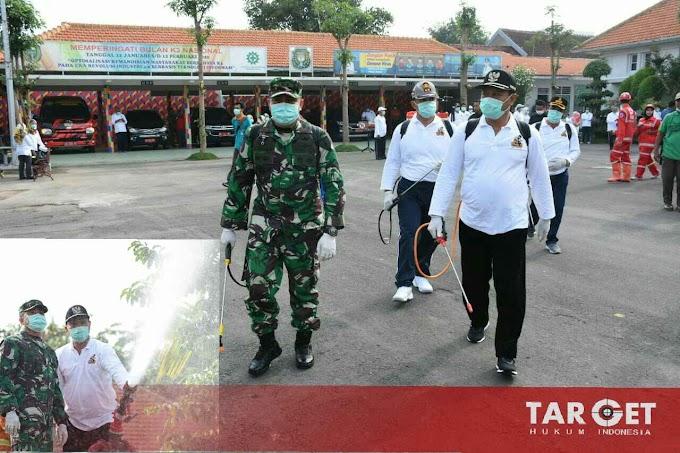Pertahankan Zero Suspeck Virus Corona, Dandim Madiun Bersama Walikota Semprotkan Disinfektan