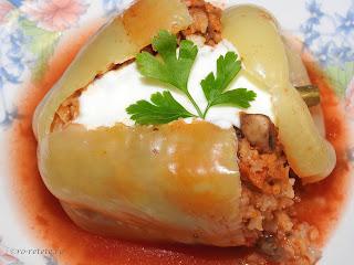 Ardei umpluti cu orez si legume de post reteta taraneasca de casa cu ceapa morcovi si ciuperci fierte in sos tomat de rosii retete culinare mancaruri mancare vegetariana,