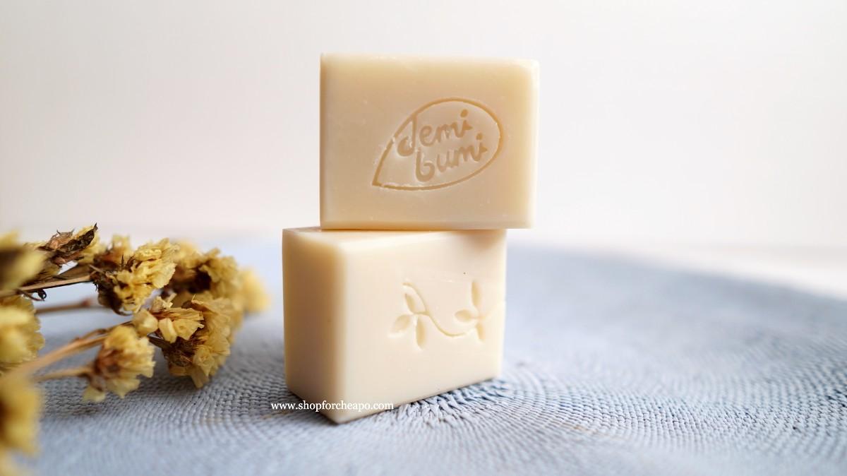 dalam satu bungkus terdiri 2 batang sabun berbentuk kotak dengan berat 60 gram