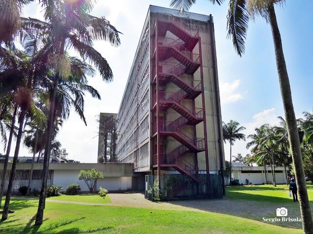 Vista da edificação que abriga o departamento de Sistema Integrado de Bibliotecas da Universidade de São Paulo (SIBi-USP) - Butantã - São Paulo