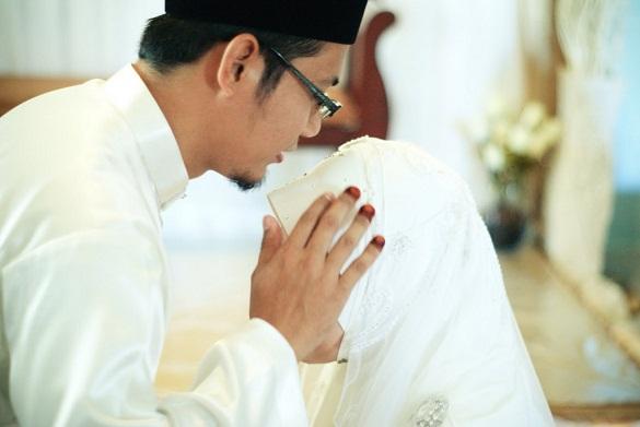 Dari tidak menutup aurat sampai ia meninggalkan sholat Suami Yang Mencium Bau Surga