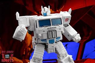 Transformers Kingdom Ultra Magnus 40