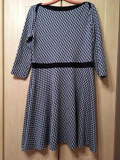 Kleid Ella von Pattydoo ungesäumt auf dem Bügel
