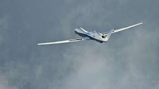 انصار الله ينشرون صور حطام طائرة التجسس الأمريكية التي أسقطوها في اليمن