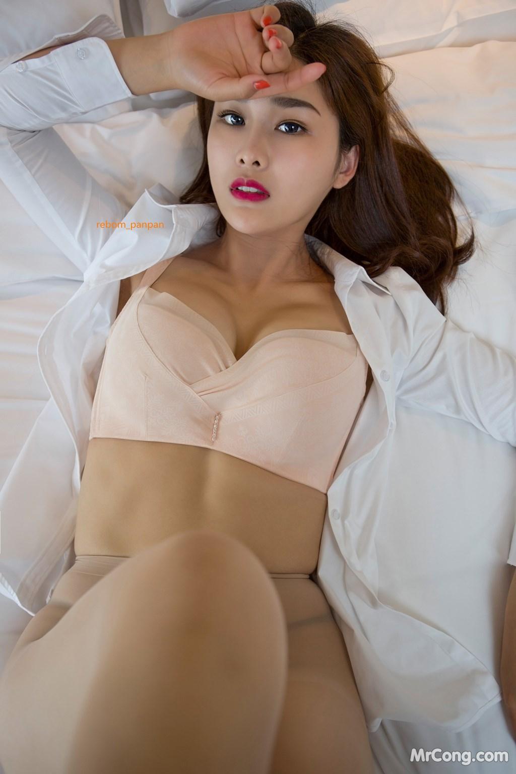 Image Yan-Pan-Pan-Part-4-MrCong.com-018 in post Người đẹp Yan Pan Pan (闫盼盼) hờ hững khoe vòng một trên giường ngủ (40 ảnh)