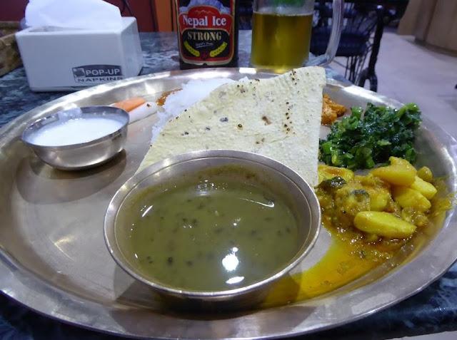 dal bhat in un ristorante tipico di Kathmandu
