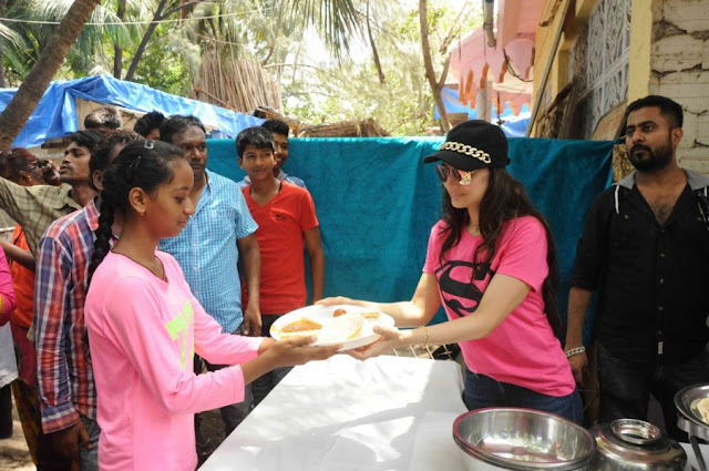 Ameesha Patel Distributes Food to Poor People at Temple
