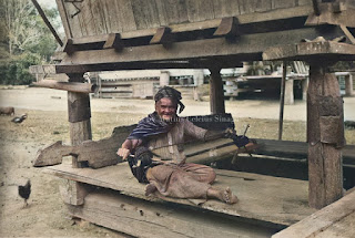 seorang pandai pembuat tali
