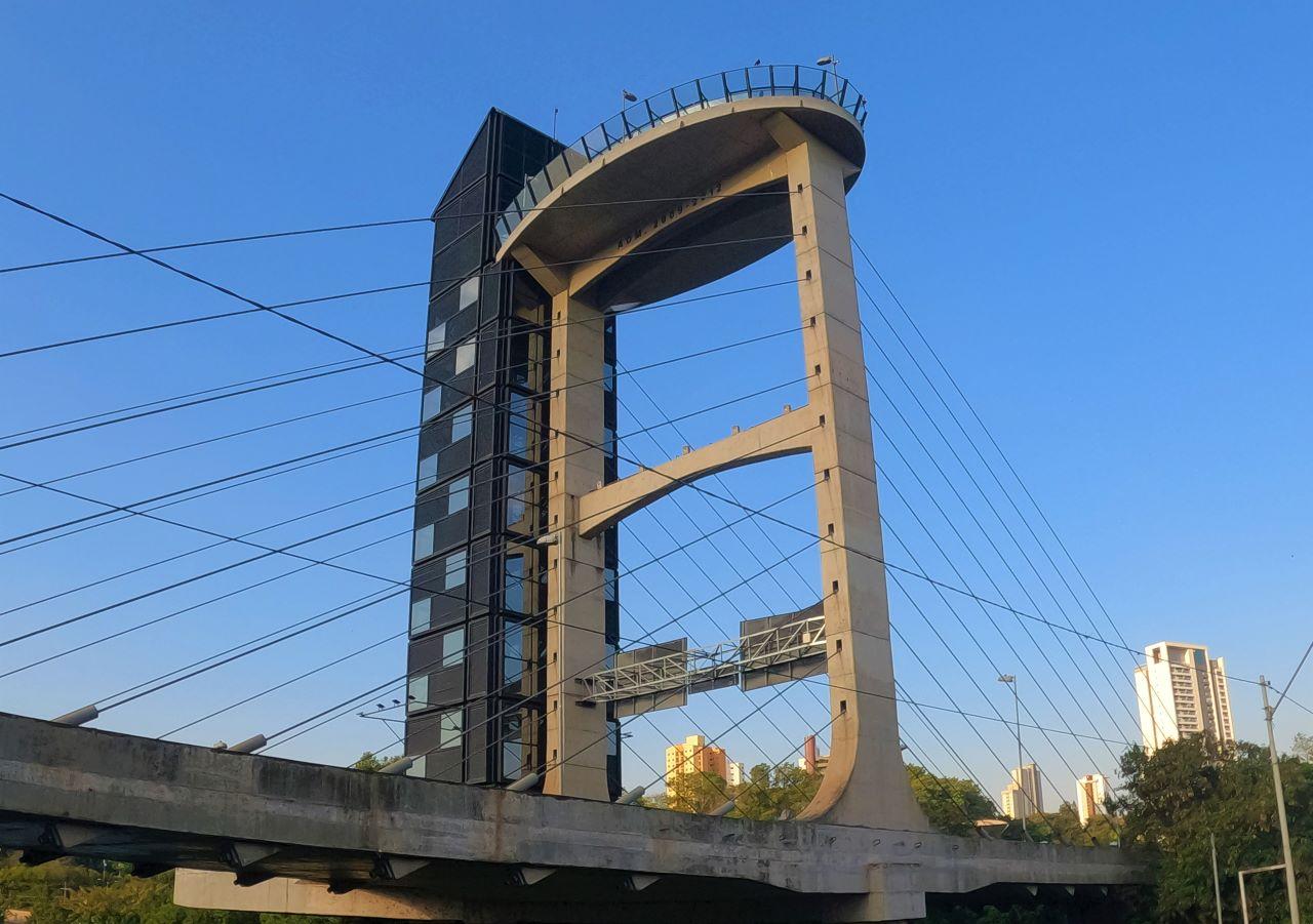 elevador turistico de 24 metros
