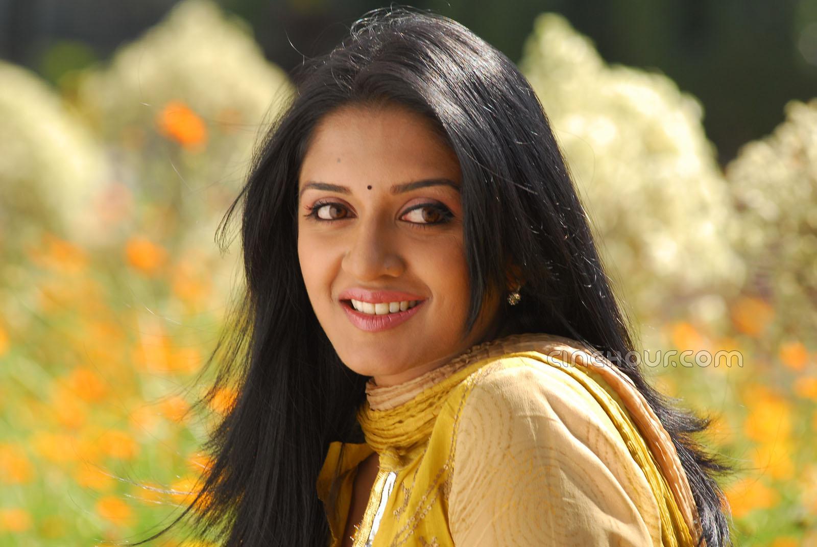 Telugu Actress Jyothi In Blue Salwar: Vimala Raman Hot Blue Saree Pics And Gallery