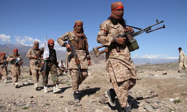 Mentre le truppe straniere si ritirano, i soldati afghani fuggono in Tagikistan di fronte ai talebani, il Paese rischia il caos