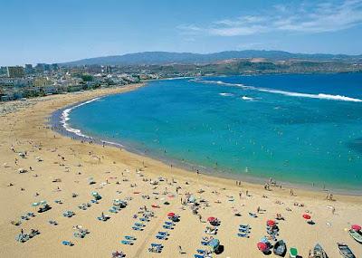 La playa de las Canteras en Gran Canaria