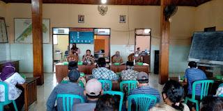 Babinsa Dan Bhabinkamtibmas Monitoring Rapat Lelang Bondo Deso