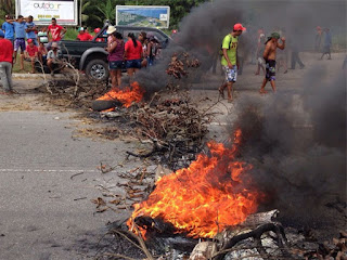 PROTESTO: MST interrompe tráfego nas BRs 101 e 230