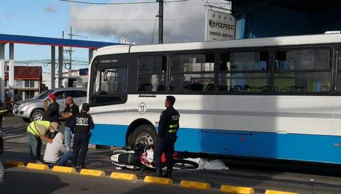 OIJ identifica a mujer que murió tras accidente de moto contra bus en Guadalupe