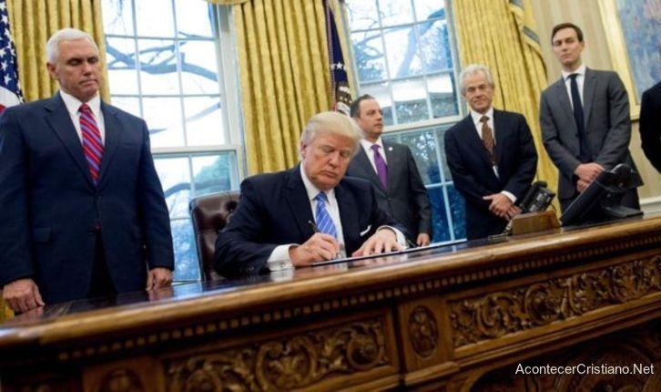 Trump prohíbe a clínicas de aborto recibir fondos públicos
